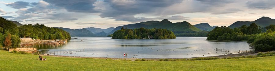1800px-Derwent_Water,_Keswick_-_June_2009