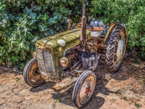 tractor-2396799_1920