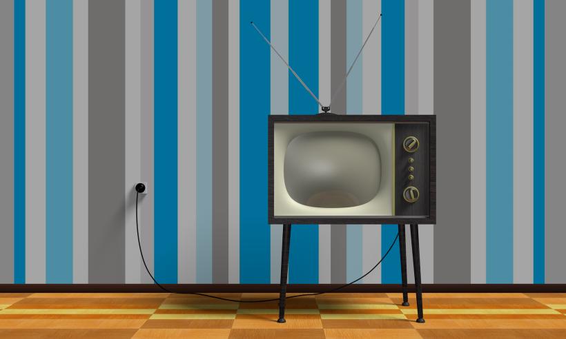 tv-2213140_1920